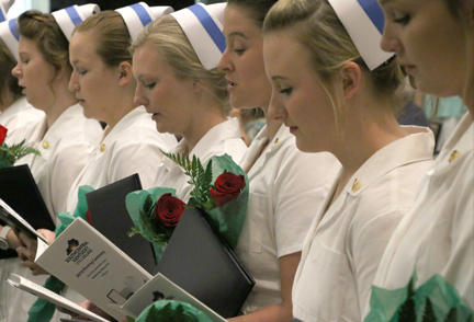 nursing students reading the pledge